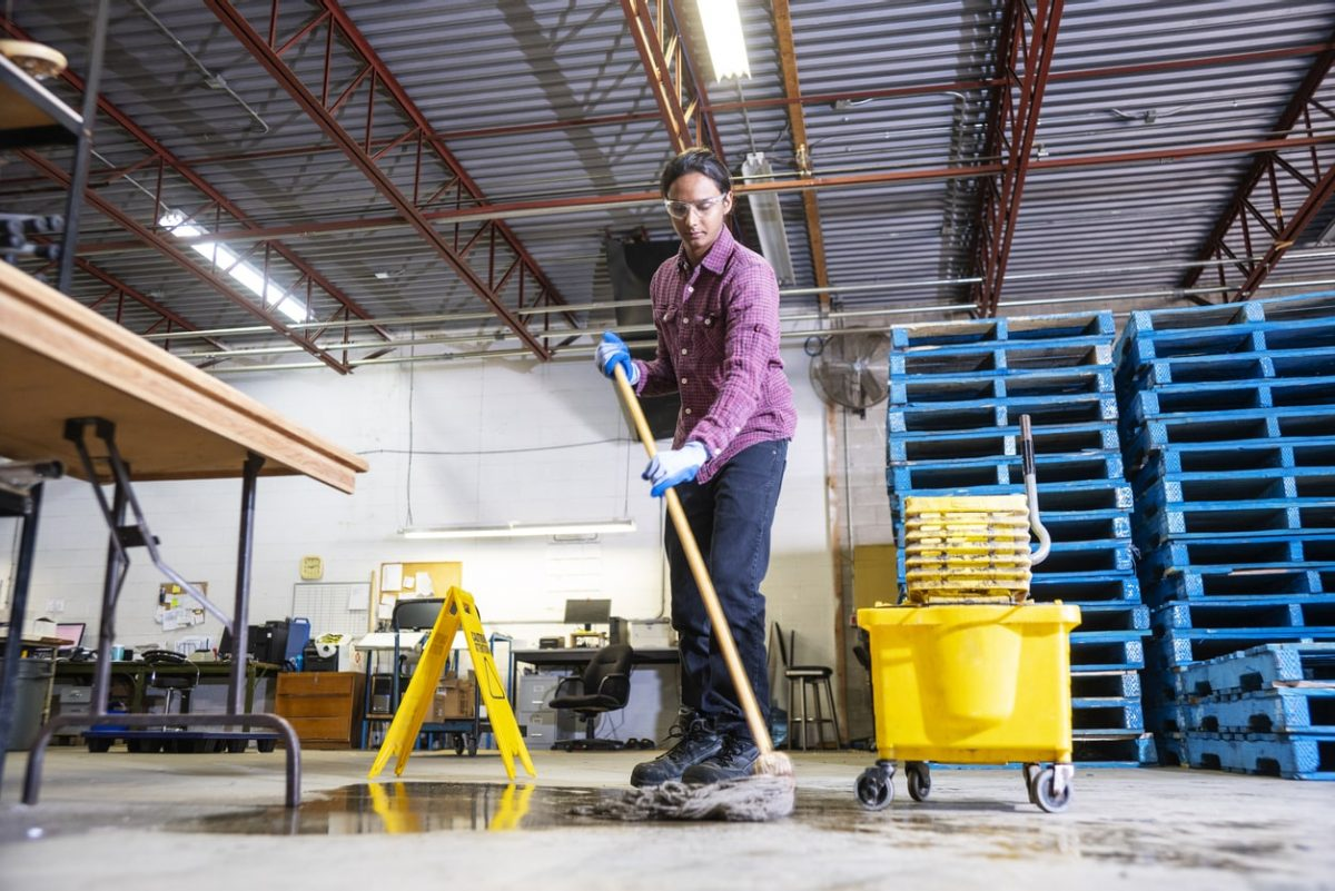 Eliminating Wet Floors in Warehouses and Distribution Businesses